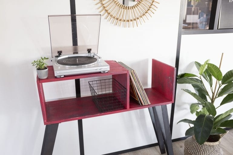 r alisez votre propre meuble diy pour tourne disque. Black Bedroom Furniture Sets. Home Design Ideas