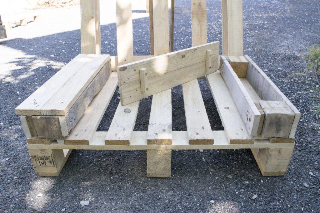 Montage du fauteuil en palette DIY