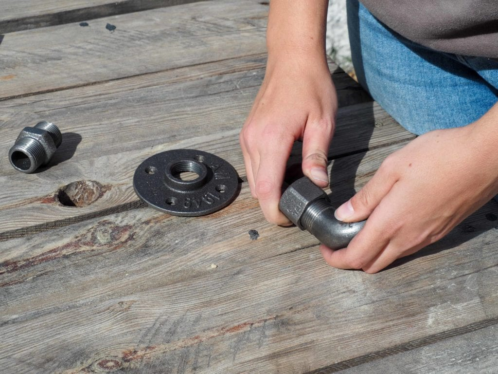 Montage des supports en acier