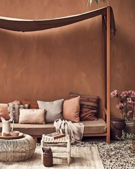 terrasse avec mur de couleur terraccota