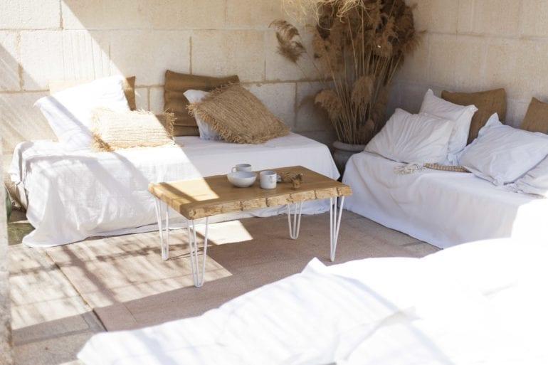 idée de table basse avec pied en acier blanc