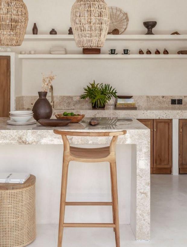 photo table haute/îlot central dans cuisine