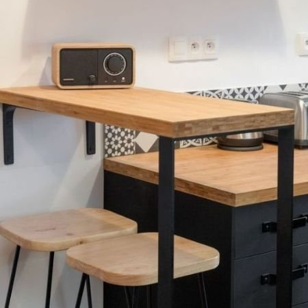 exemple-table-bar-plateau-bois-pied-table-acier